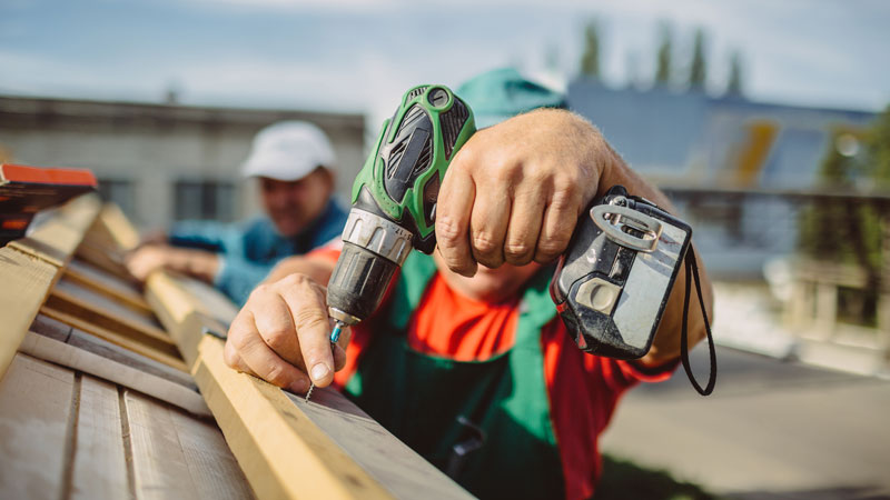 How to Choose the Right Commercial Roofer for the Job